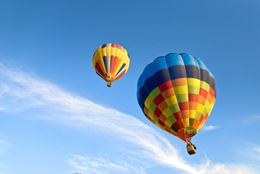The magic of flying over Winnipeg in a hot air balloon. A high-flying experience gift for Birthdays, Christmas, anniversaries and more.