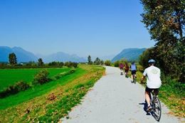 Vancouver Hiking and Cycling Tour with Lunch