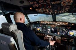 Learn to fly a Boeing 737 Jet - Toronto Flight Simulator Experience