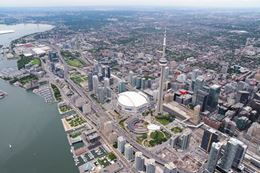 Experience what it is like to fly with an introductory flying lesson over Toronto.