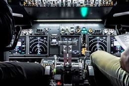 Calgary Flight Simulator - Learn to fly a Boeing 737 Jet