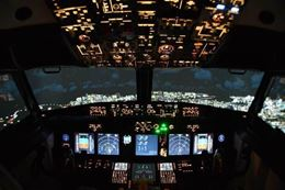 Fly like the real pilots do in Boeing 737 Flight Simulator, Calgary