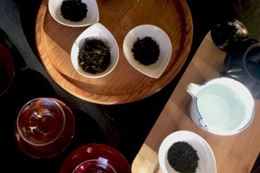 Tea and chocolate experts discuss in a virtual food tour experience
