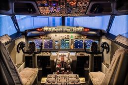 Montreal Flight Simulator Experience - Learn to fly a Boeing 737 Jet